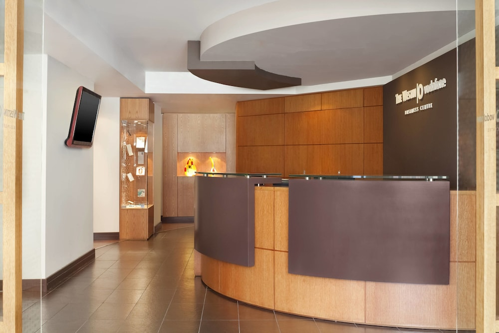 https://i.travelapi.com/hotels/1000000/180000/176800/176713/83590346_z.jpg