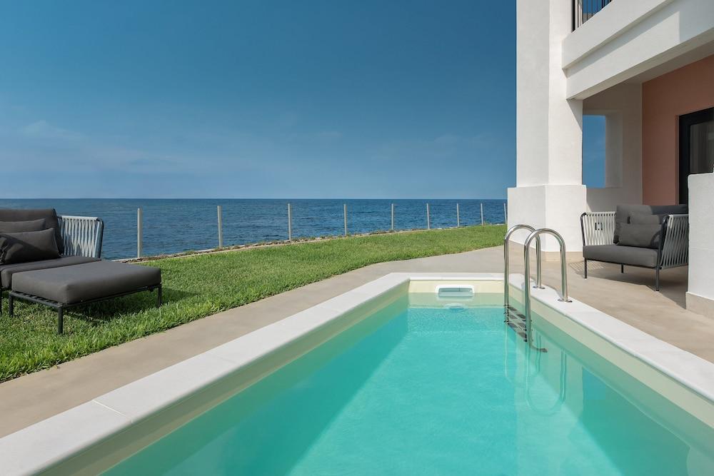 https://i.travelapi.com/hotels/1000000/180000/176800/176713/878d158f_z.jpg