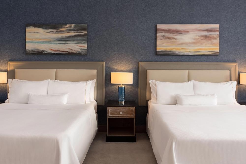 https://i.travelapi.com/hotels/1000000/180000/176800/176713/954b00d4_z.jpg