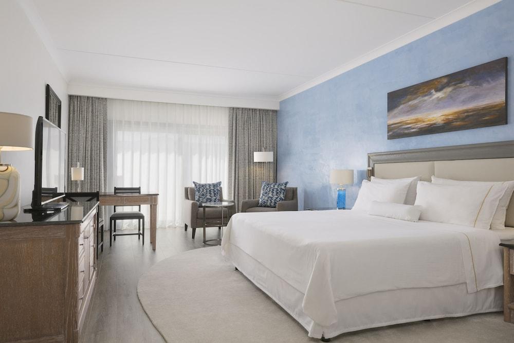 https://i.travelapi.com/hotels/1000000/180000/176800/176713/aafe7e74_z.jpg