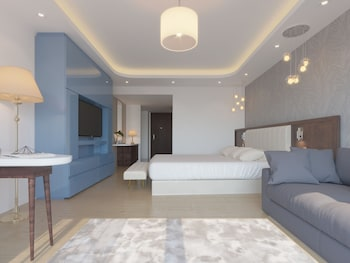 Luxury Room, 1 King Bed with Sofa bed, Balcony, Garden View