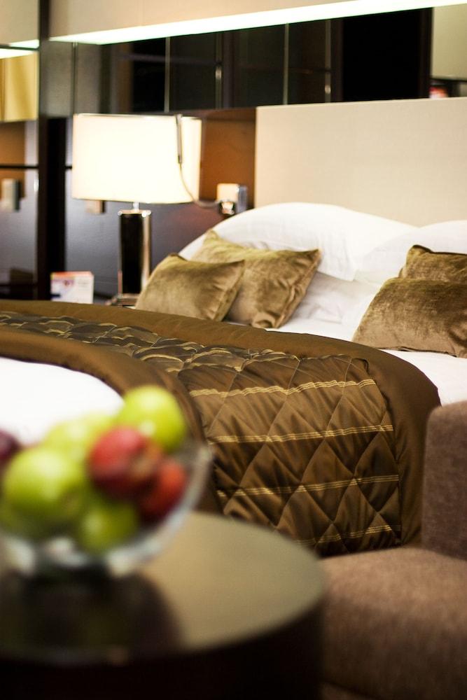 래디슨 블루 호텔 도하(Radisson Blu Hotel Doha) Hotel Image 10 - Guestroom