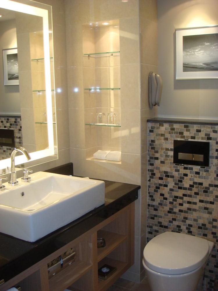 래디슨 블루 호텔 도하(Radisson Blu Hotel Doha) Hotel Image 43 - Bathroom