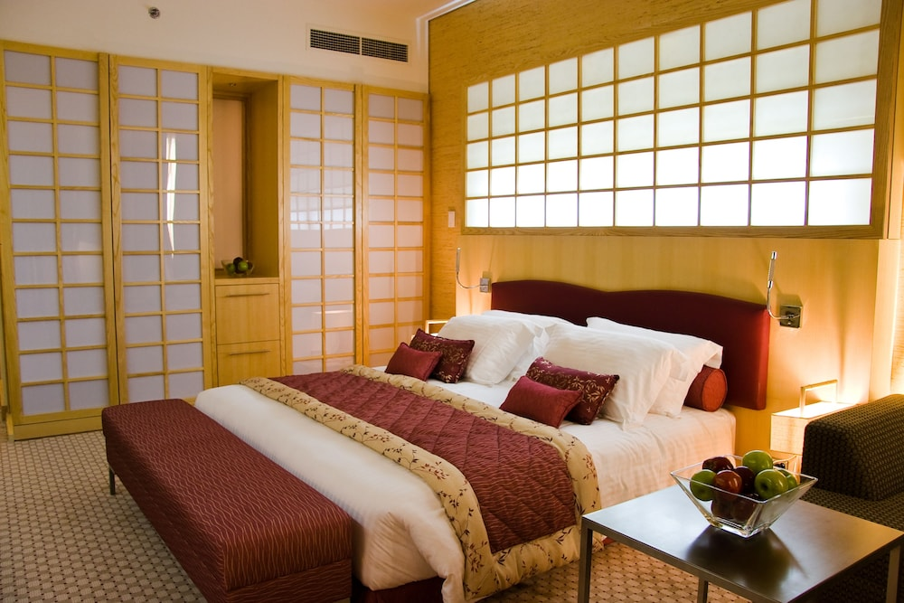 래디슨 블루 호텔 도하(Radisson Blu Hotel Doha) Hotel Image 11 - Guestroom