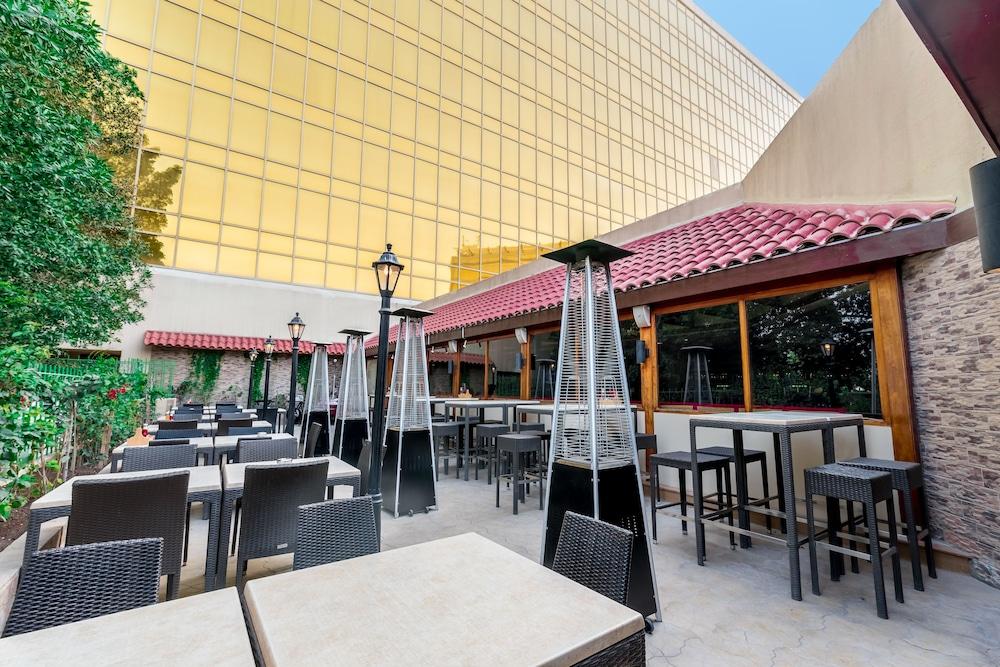 래디슨 블루 호텔 도하(Radisson Blu Hotel Doha) Hotel Image 145 - Outdoor Dining