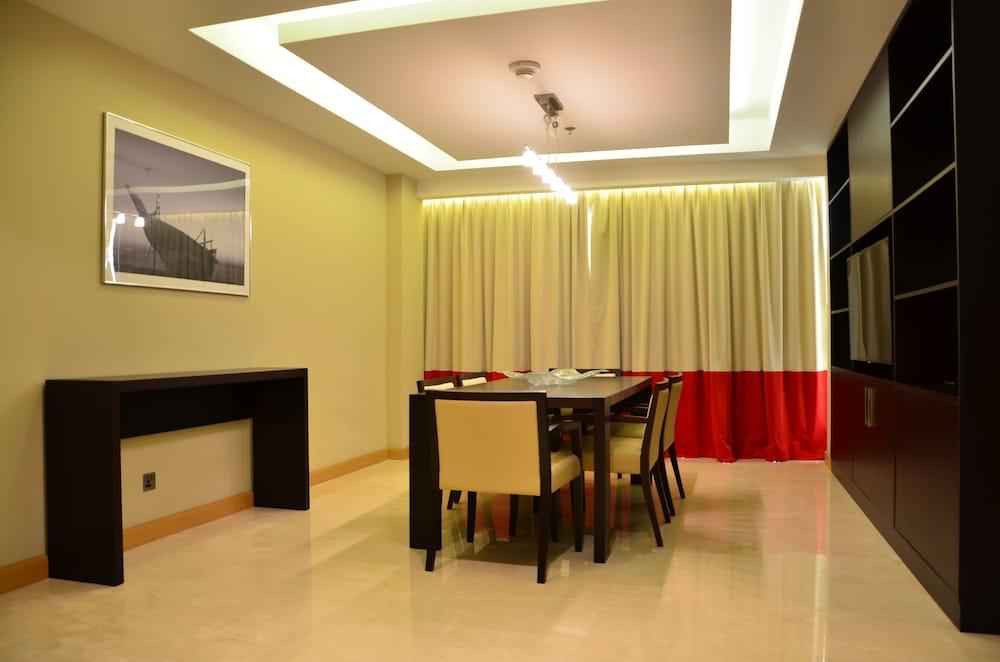 래디슨 블루 호텔 도하(Radisson Blu Hotel Doha) Hotel Image 12 - Guestroom