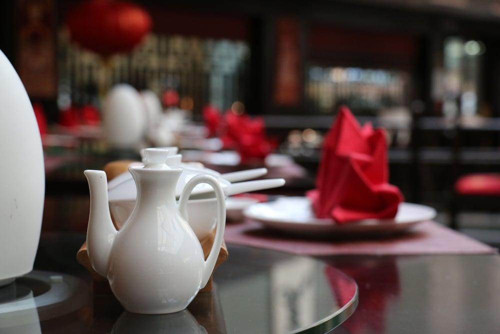 래디슨 블루 호텔 도하(Radisson Blu Hotel Doha) Hotel Image 78 - Restaurant