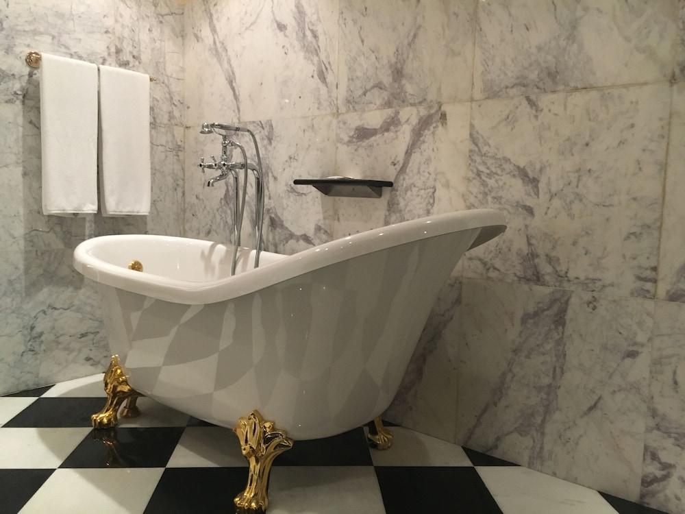 래디슨 블루 호텔 도하(Radisson Blu Hotel Doha) Hotel Image 46 - Bathroom