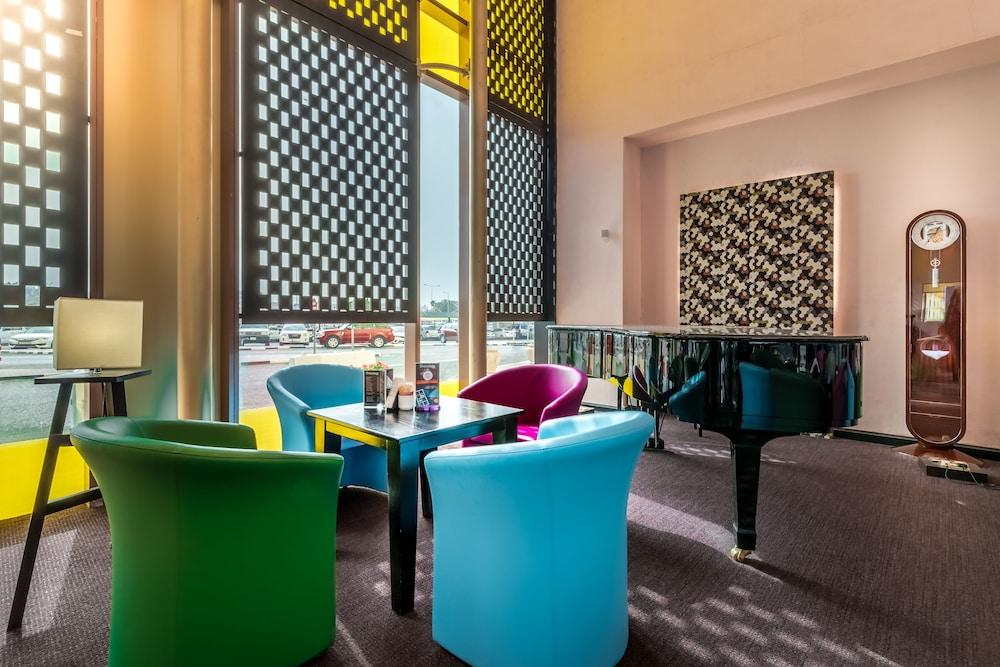 래디슨 블루 호텔 도하(Radisson Blu Hotel Doha) Hotel Image 3 - Lobby Lounge