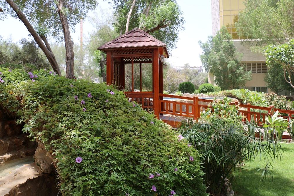 래디슨 블루 호텔 도하(Radisson Blu Hotel Doha) Hotel Image 144 - Garden