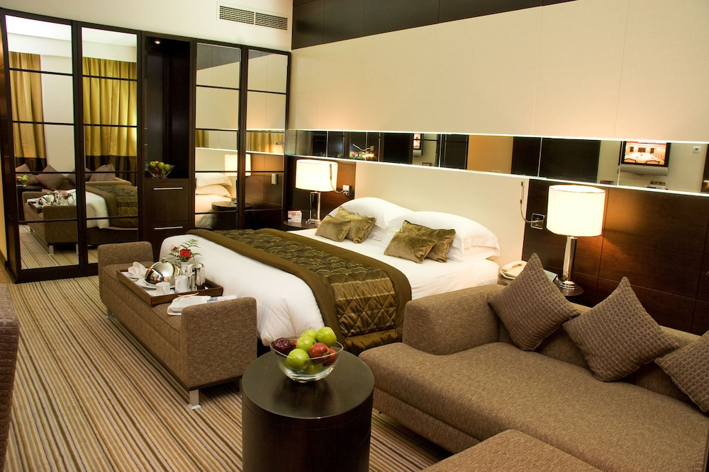 래디슨 블루 호텔 도하(Radisson Blu Hotel Doha) Hotel Image 9 - Guestroom