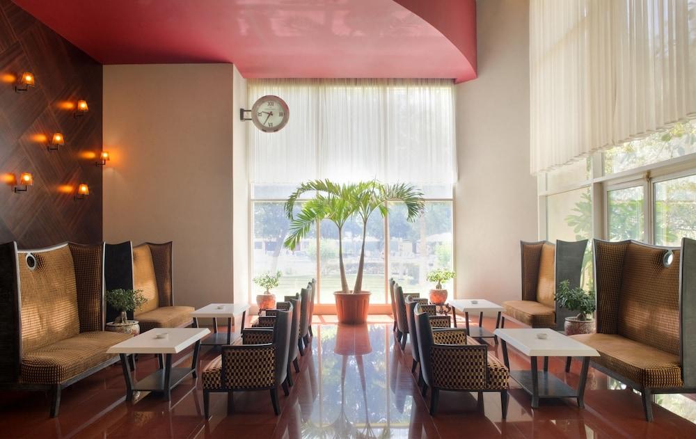 래디슨 블루 호텔 도하(Radisson Blu Hotel Doha) Hotel Image 70 - Restaurant