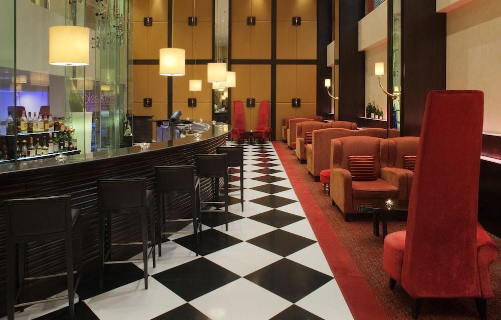 래디슨 블루 호텔 도하(Radisson Blu Hotel Doha) Hotel Image 101 - Hotel Bar