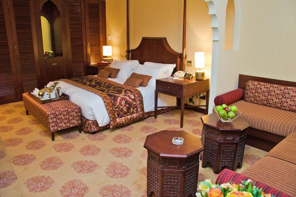 래디슨 블루 호텔 도하(Radisson Blu Hotel Doha) Hotel Image 14 - Guestroom