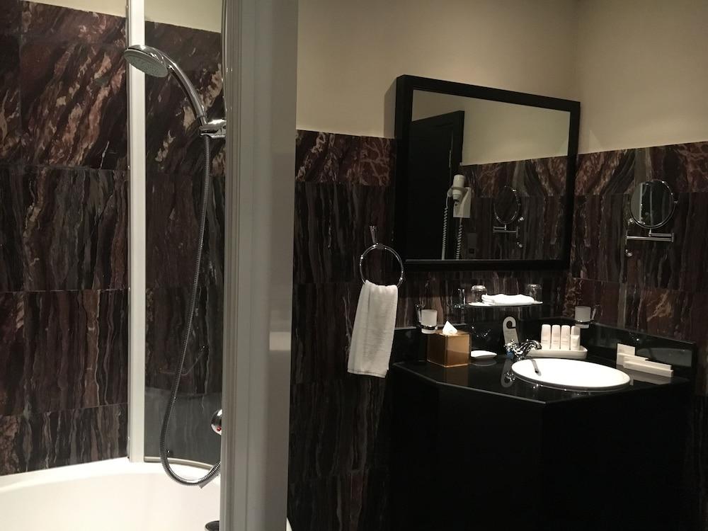 래디슨 블루 호텔 도하(Radisson Blu Hotel Doha) Hotel Image 48 - Bathroom
