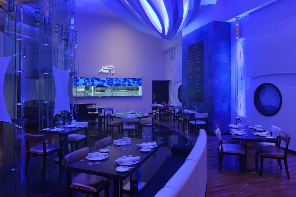 래디슨 블루 호텔 도하(Radisson Blu Hotel Doha) Hotel Image 73 - Restaurant