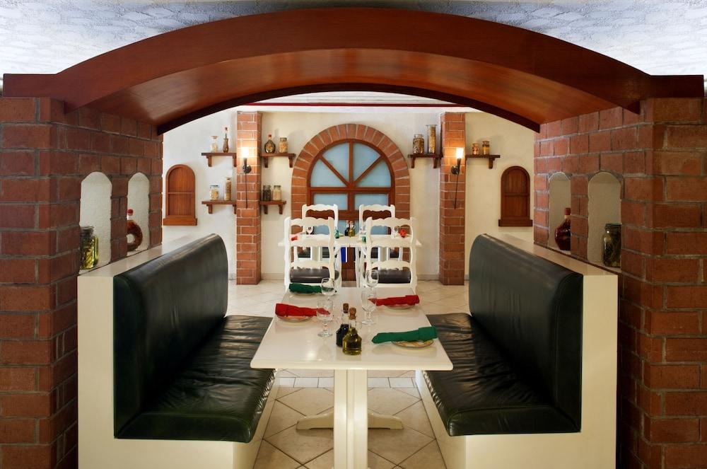 래디슨 블루 호텔 도하(Radisson Blu Hotel Doha) Hotel Image 68 - Restaurant