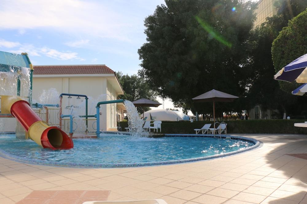 래디슨 블루 호텔 도하(Radisson Blu Hotel Doha) Hotel Image 53 - Outdoor Pool