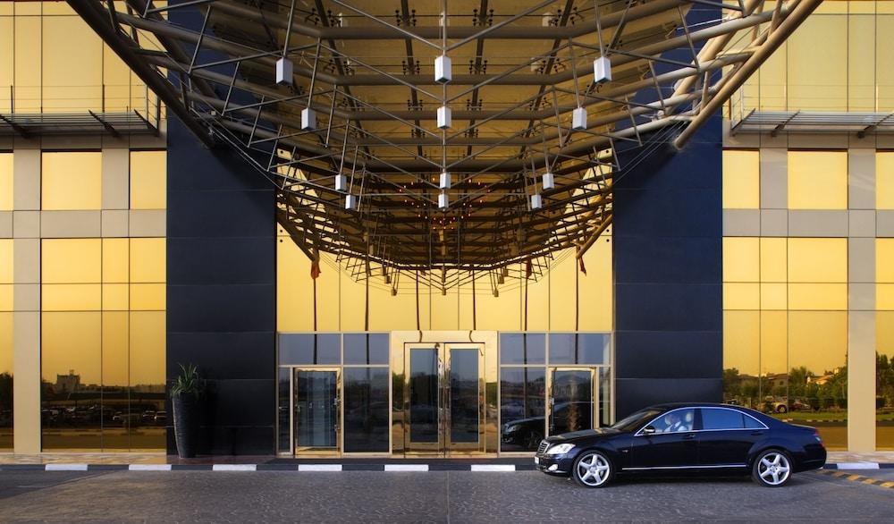 래디슨 블루 호텔 도하(Radisson Blu Hotel Doha) Hotel Image 142 - Hotel Entrance