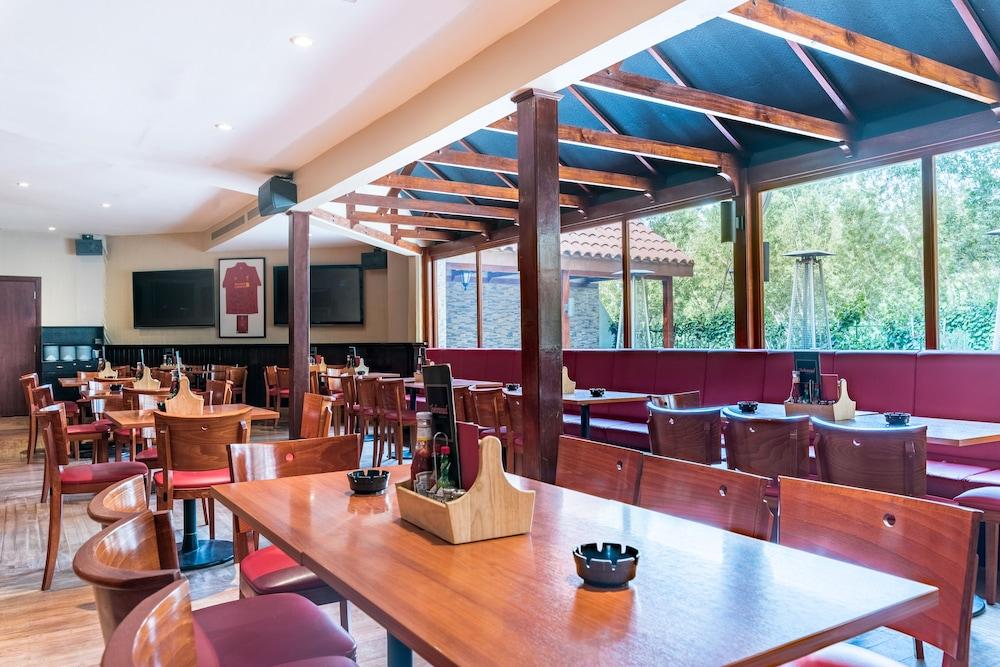 래디슨 블루 호텔 도하(Radisson Blu Hotel Doha) Hotel Image 113 - Sports Bar