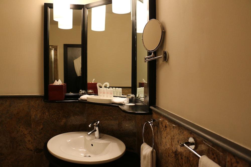 래디슨 블루 호텔 도하(Radisson Blu Hotel Doha) Hotel Image 45 - Bathroom