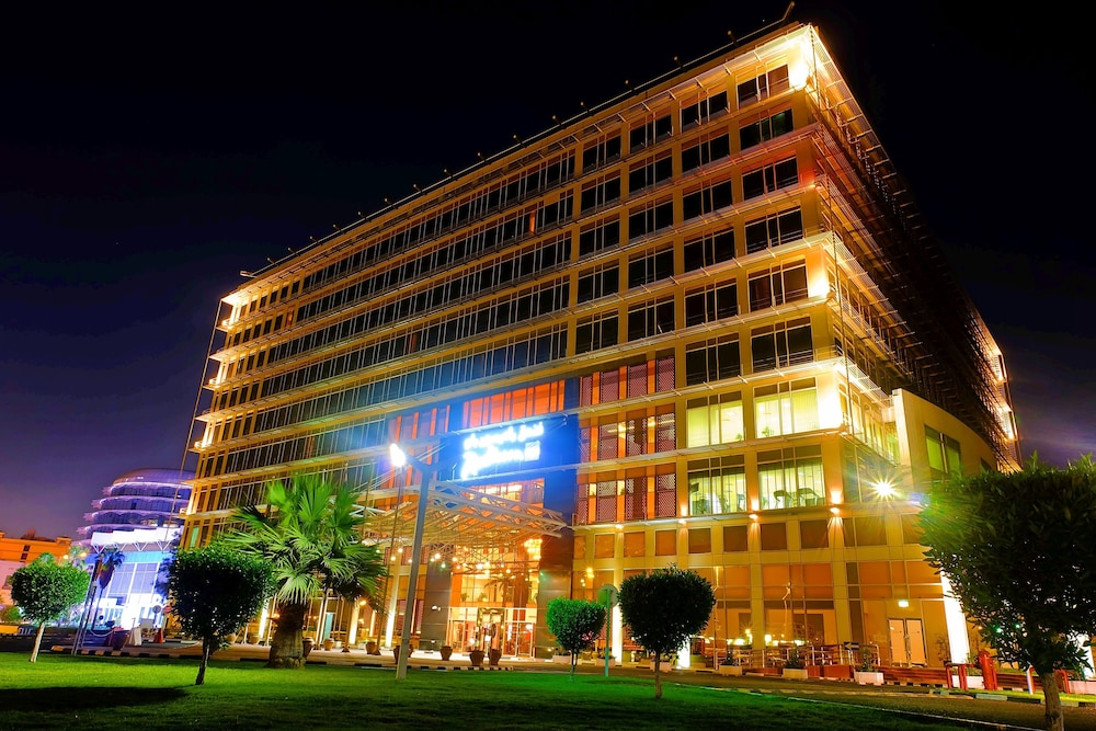 래디슨 블루 호텔 도하(Radisson Blu Hotel Doha) Hotel Image 142 - Hotel Front - Evening/Night