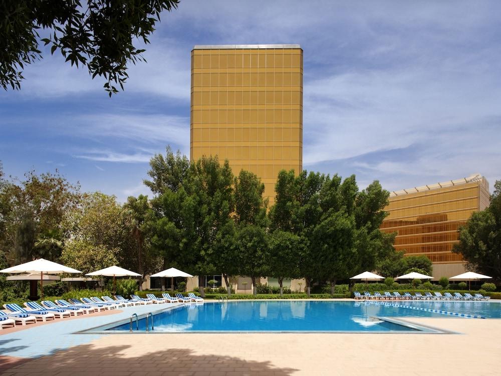 래디슨 블루 호텔 도하(Radisson Blu Hotel Doha) Hotel Image 50 - Outdoor Pool