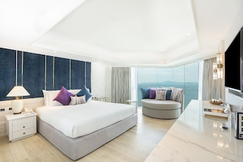 Theme Suite Two Bedrooms Thai Modern