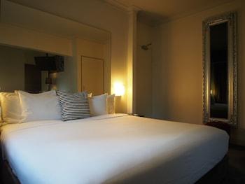 Guestroom at Kirketon Hotel Sydney in Darlinghurst
