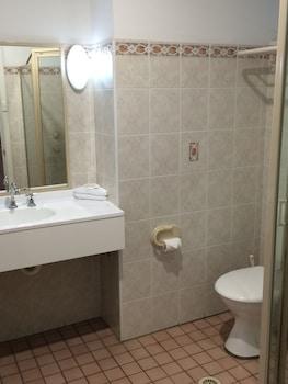 Red Star Hotel West Ryde - Bathroom  - #0