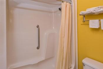 Americas Best Value Inn West Columbia - Bathroom  - #0