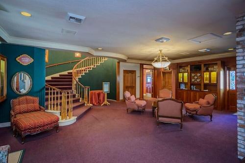. Hill House Inn