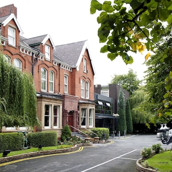 Book Best Western Willowbank Hotel in Manchester.