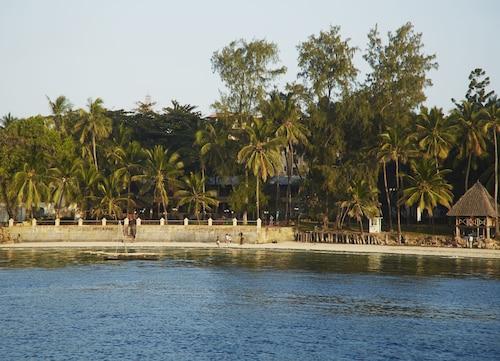Neptune Beach Resort, Kisauni