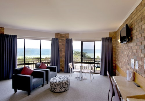 . Kangaroo Island Seaside Inn