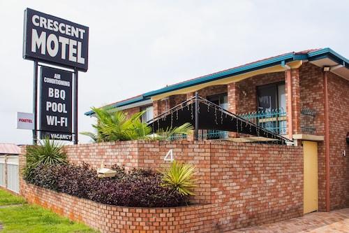 . Crescent Motel