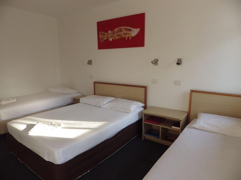 Darwin Poinciana Inn