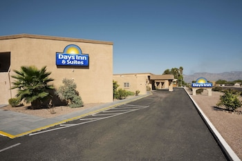 Hotel - Days Inn & Suites by Wyndham Tucson AZ