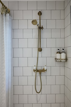 Max Brown Kudamm - Bathroom  - #0