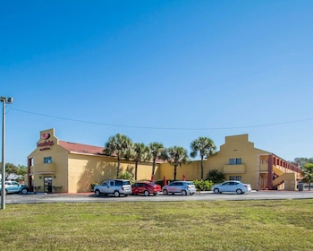 Exterior at Econo Lodge Inn & Suites Maingate Central in Kissimmee