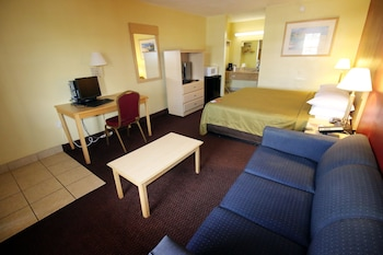 Guestroom at Econo Lodge Inn & Suites Maingate Central in Kissimmee