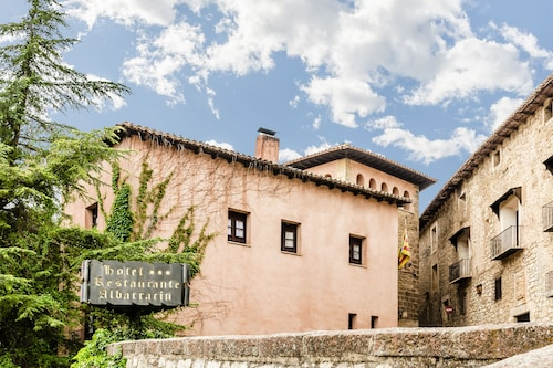 __{offers.Best_flights}__ Albarracin