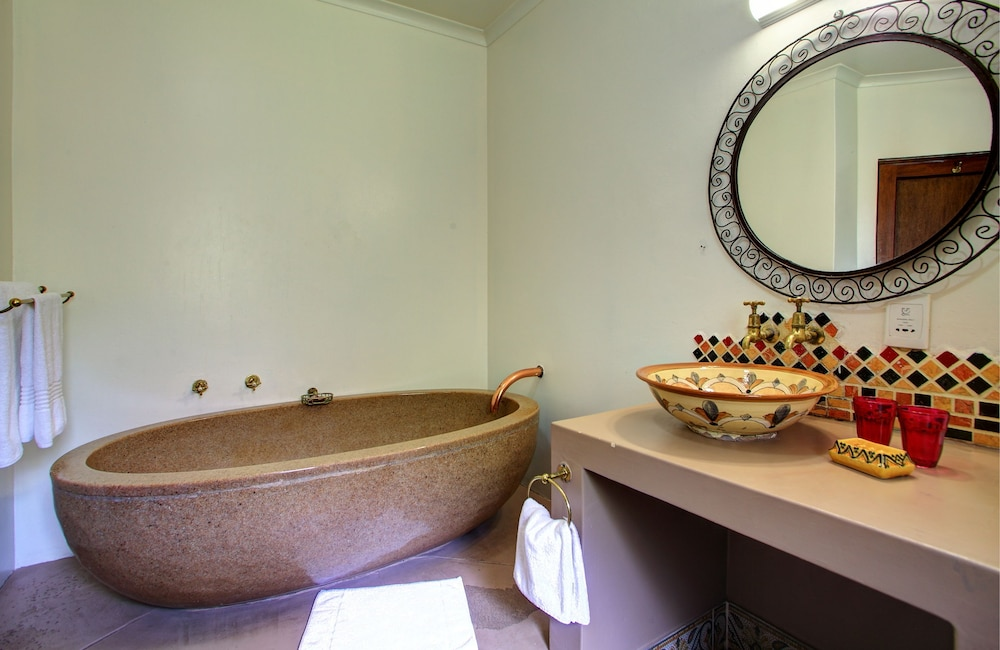파 힐스 호텔(Far Hills Hotel) Hotel Image 39 - Bathroom