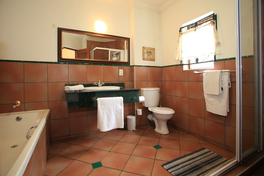 파 힐스 호텔(Far Hills Hotel) Hotel Image 42 - Bathroom
