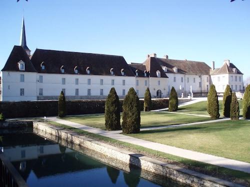 . Château de Gilly
