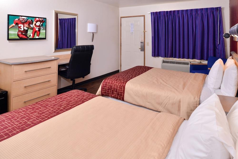 Deluxe Room, 2 Queen Beds, Accessible, Smoking