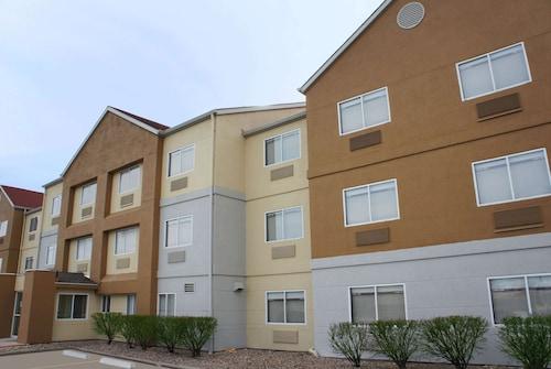 . La Quinta Inn & Suites by Wyndham Emporia