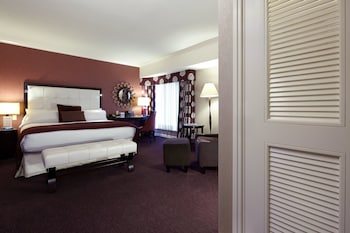 Classic Room, 1 King Bed (Shower Tub)