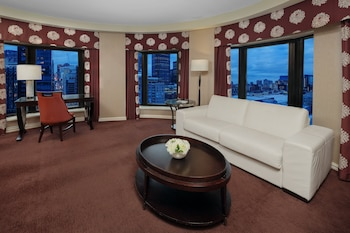 Suite, 1 King Bed, View (Living Area, Montreal View)