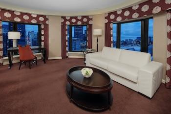 Suite, 1 King Bed, City View (High Floor)